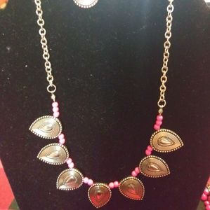 Silver and pink Necklace (Paparazzi)